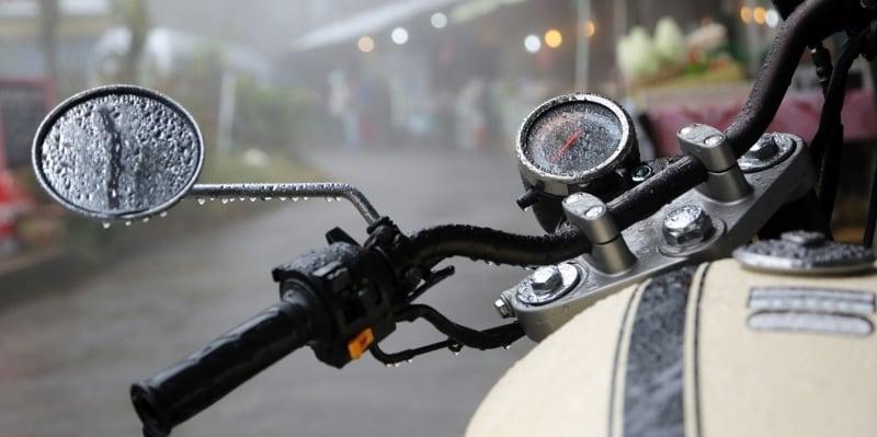 Motorcycle-Handle-Bars-Rain-800x399